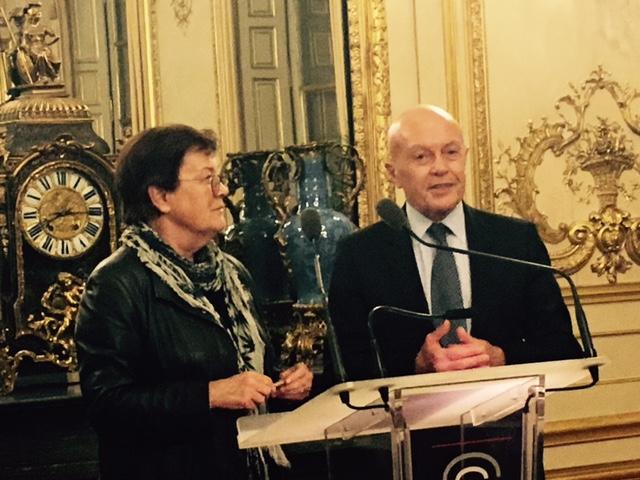 Philippe Derouin le 23 mars 2017 au Sénat, avec Madame Michèle André, sénatrice de 2001 à 2017, alors présidente de la Commission des finances, ancienne ministre, lors de la remise du prix Le Hérissel Dibout, attribué par le groupement français de l'IFA.
